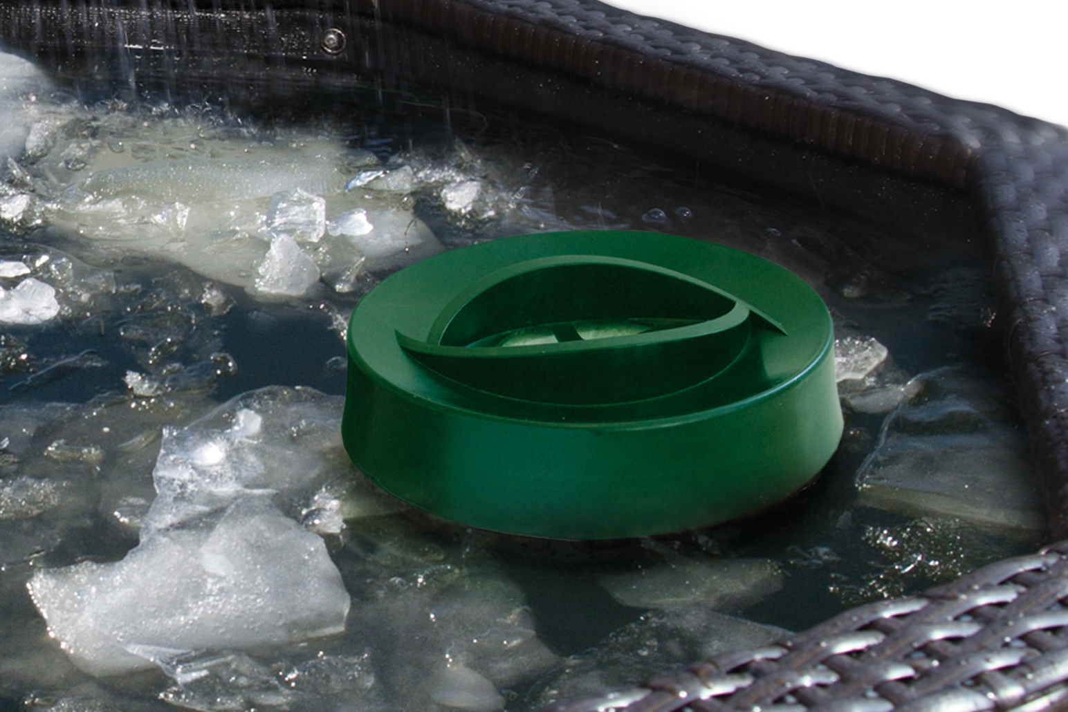 Affinity Ice Vent Pond Heater in an Affinity Living Feature Pool